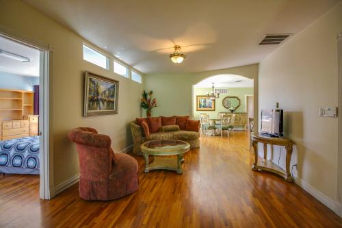Maid Marian Manor - Anaheim, CA Vacation Rental