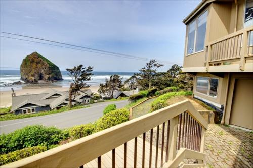 Haystack Views Vacation Rental - Cannon Beach Vacation Rental