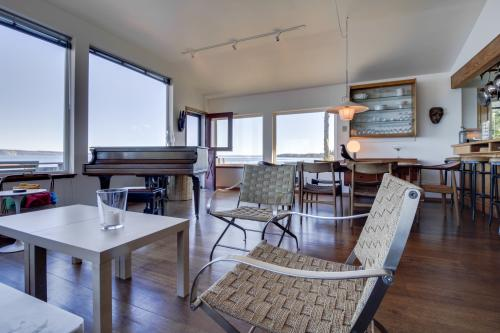 The Artists' Beachhouse - Nordland, WA Vacation Rental