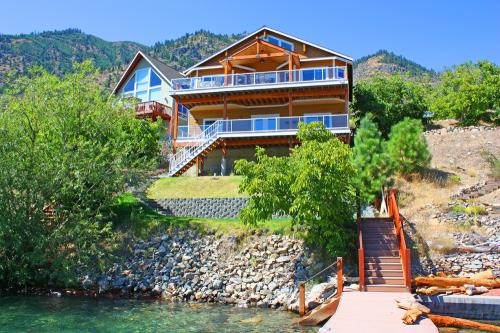 Sunrise Lakehouse -  Vacation Rental - Photo 1