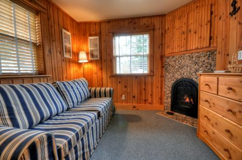 Hidden Villa Cottage #1 - The Nautical Cottage - Cannon Beach Vacation Rental