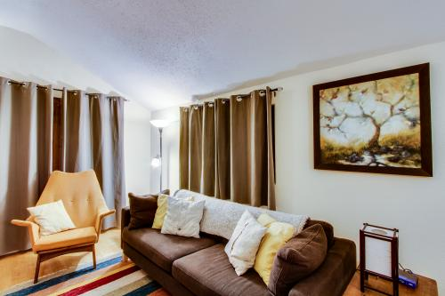 The Coyote House - Parkdale Vacation Rental