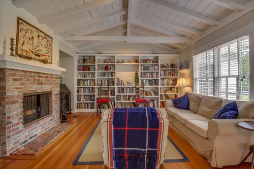 Martha's Vineyard in La Jolla Village -  Vacation Rental - Photo 1