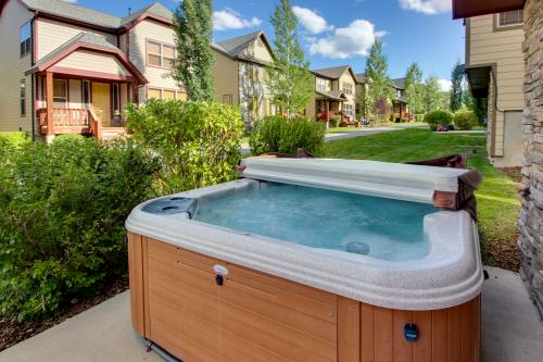 Kodiak Home with Private Hot Tub 2 -  Vacation Rental - Photo 1