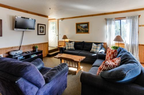 Little Trail Lodge - Unit B - Government Camp, OR Vacation Rental