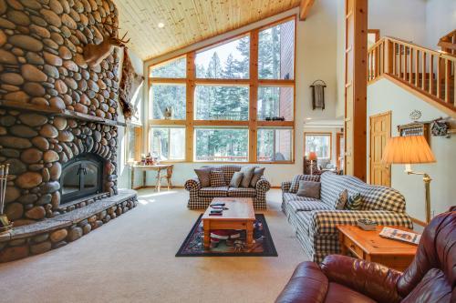 Snowpeak Tahoe Donner Golf Course Views -  Vacation Rental - Photo 1