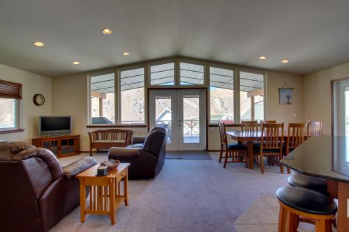 Lake Entiat Retreat -  Vacation Rental - Photo 1