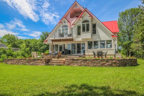 Lakeside Luxury at Stronghouse Lane + Studio - North Hero, VT Vacation Rental