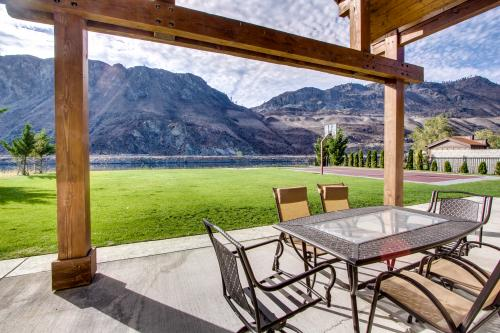 River's Edge on Lake Entiat - Orondo, WA Vacation Rental