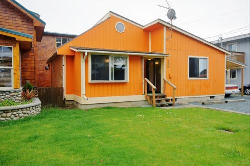Orange Beacon House - Rockaway Beach, OR Vacation Rental