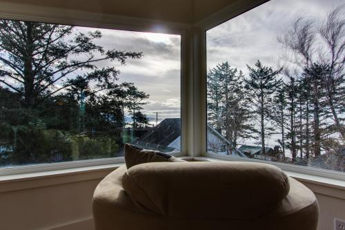 Three Capes Luxury Beach Home (Upper 3 floors) - Oceanside, OR Vacation Rental