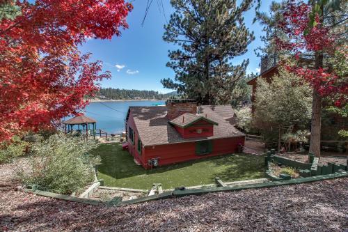 Top 42 big bear lake vacation rentals from 65 vacasa for Cabin rentals big bear lake ca