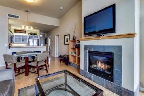 Chelan Resort Suites: Lakeview Luxury (#408) -  Vacation Rental - Photo 1