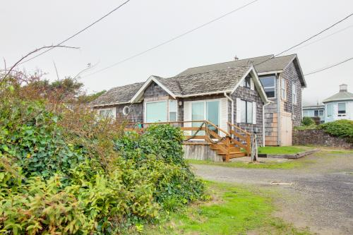 Second Tide - Oceanview Cottage - Rockaway Beach, OR Vacation Rental