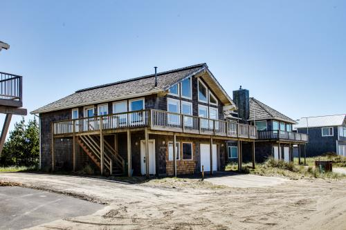 The Kiwanda Surf House - Pacific City Vacation Rental