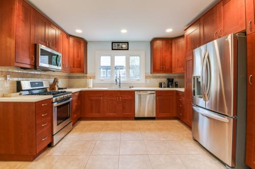 Hyde Park Mainstay & Delight -  Vacation Rental - Photo 1