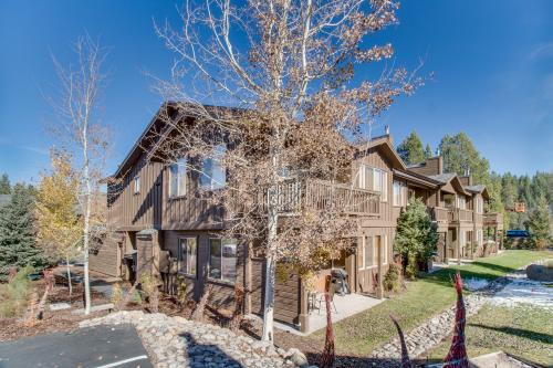 Boulders Condo #4 - Truckee, CA Vacation Rental