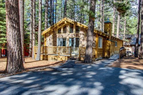 Koyukon Cabin Retreat - South Lake Tahoe Vacation Rental