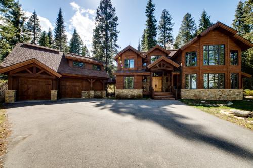 Alta Vista Main House: George W. Bush's Tamarack Estate - Tamarack Vacation Rental