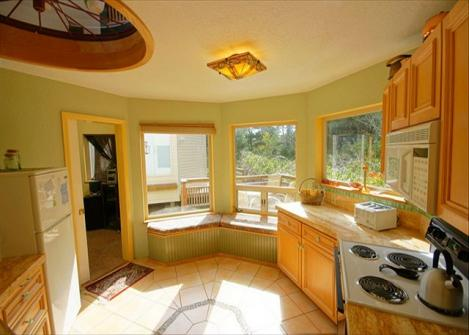 Hummingbird Hill Vacation Rental - Manzanita Vacation Rental
