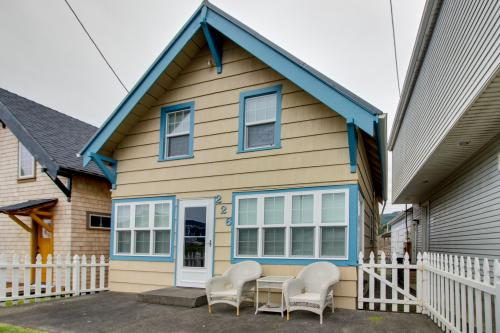 The Driftwood Cottage - Rockaway Beach, OR Vacation Rental