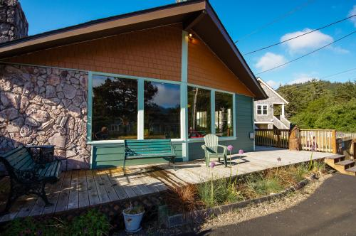 Darrs Beach Cottage - Neskowin, OR Vacation Rental