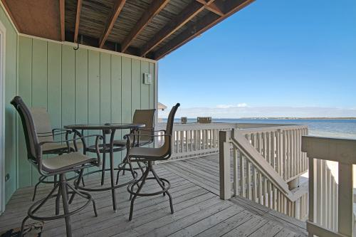 White Sands Bay Front Pensacola Condo  -  Vacation Rental - Photo 1