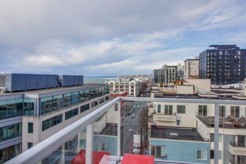 Elegant Arthouse Outlook  - Seattle, WA Vacation Rental
