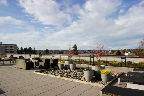 Lovely Green Lake Lounger  -  Vacation Rental - Photo 1