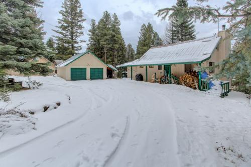 Out of Bounds - Donnelly, ID Vacation Rental