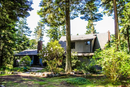 MacKaye Harbor Tree House - Lopez Island Vacation Rental