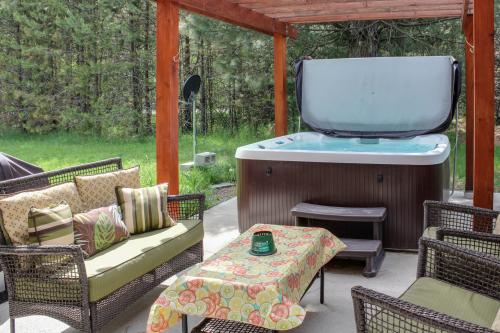 Lake Ponderay Hideaway at Schweitzer Mountain Base -  Vacation Rental - Photo 1