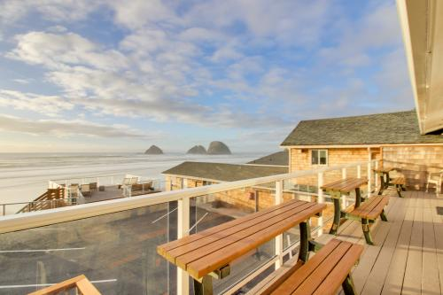 Finley Rock #11 - Oceanside, OR Vacation Rental