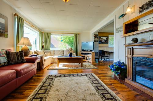 Coastal Breeze - Depoe Bay, OR Vacation Rental