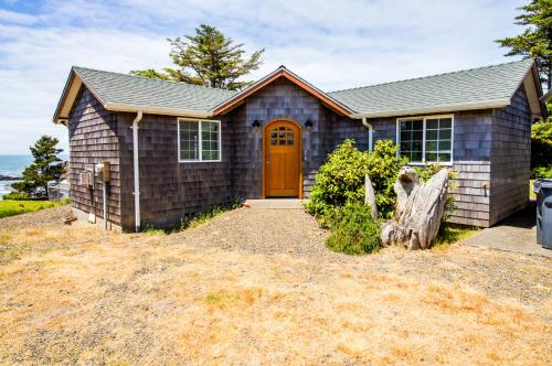 Pirate Cove Cottage 1 - Depoe Bay, OR Vacation Rental