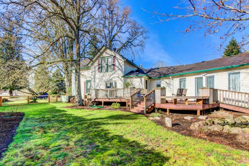 Moore Farmhouse - Newberg, OR Vacation Rental