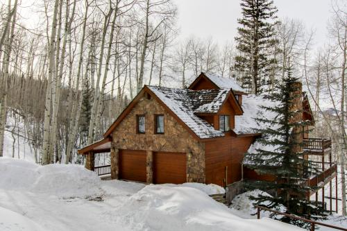Wapiti Mountain Escape  -  Vacation Rental - Photo 1