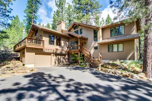Black Butte Ranch Glaze Meadow w/Hot Tub & Bikes - Black Butte Ranch Vacation Rental