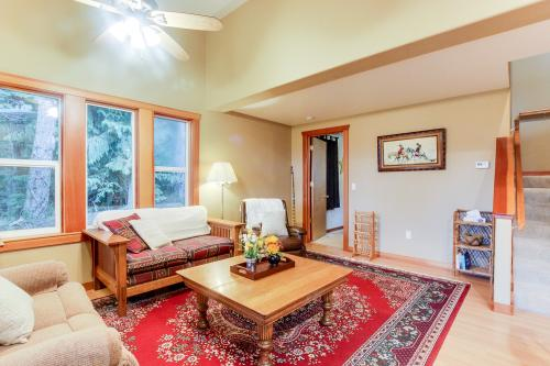 Little Bear Lodge - Stevenson, WA Vacation Rental