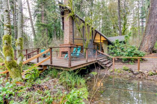 McKenzie River Cabin - Vida, OR Vacation Rental