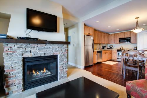 Contemporary Slopeside Condo -  Vacation Rental - Photo 1
