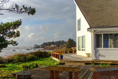 Harbor House - Brookings, OR Vacation Rental