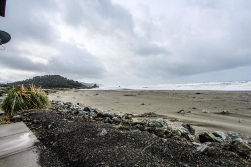 Paradise Beach House - Gold Beach, OR Vacation Rental