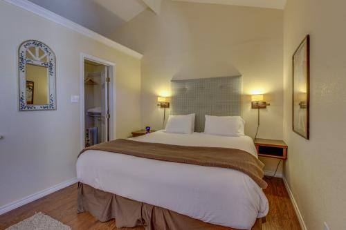 Downtown Retreat: Simply Unforgettable -  Vacation Rental - Photo 1