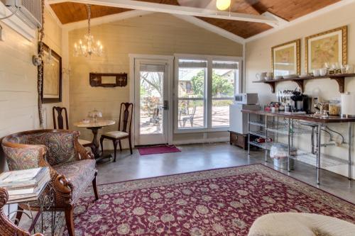 Travis Street: Travis Cottage -  Vacation Rental - Photo 1