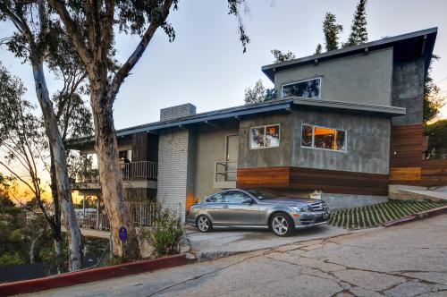 West hollywood vacation rentals from 55 vacasa for Los angeles holiday rental