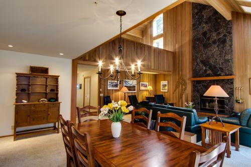 Black Butte Ranch NW Contemporary - Black Butte Ranch Vacation Rental