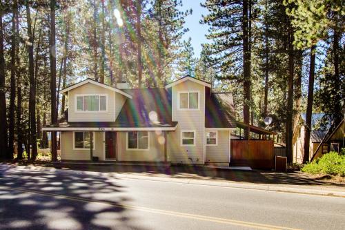 Moonlit Montreal - South Lake Tahoe Vacation Rental