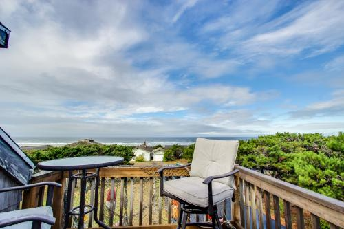 Mermaid's Lair with Hot Tub! - Waldport Vacation Rental