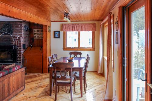 South Hero Vacation Rentals Cabin Rentals Vacasa